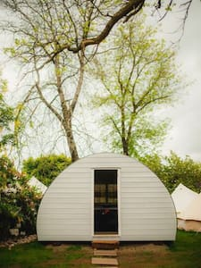 Glamping Hut at Ballyvolane house - Barraca