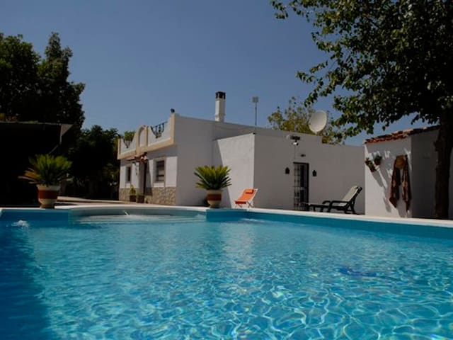 Villa Los Paraisos luxurious B&B - Marchena - Szoba reggelivel