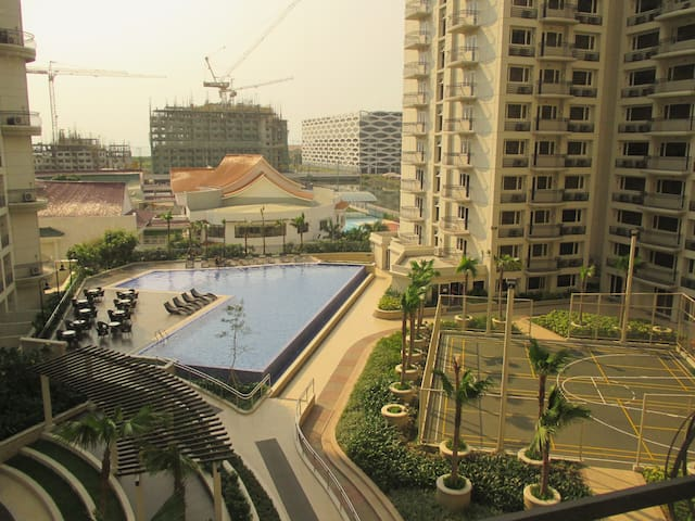 Solemare Parksuites near MOA