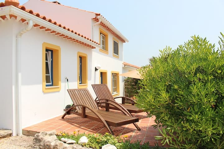 2 bedroom house with shared pool near the ocean - São Martinho do Porto - Casa