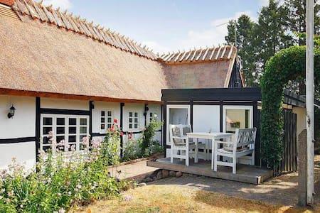 Charmerende stråtækt hus  - Havdrup - House