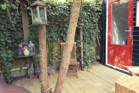 Romantisch tuinhuisje