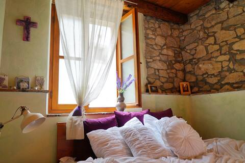 Charming flat in a beautiful hilltop village