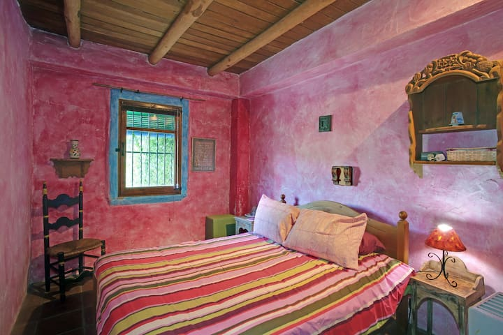 SCENIC, COLOURFUL , ANDALUCIAN  MOUNTAIN RETREAT. - Benadalid - Lejlighed