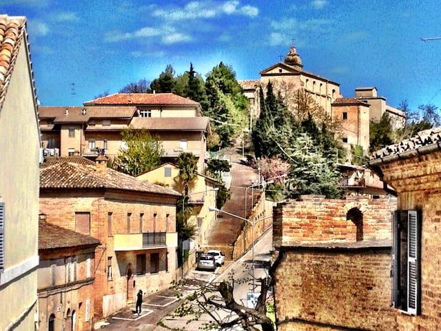 Italien på riktigt - Montottone - Hus