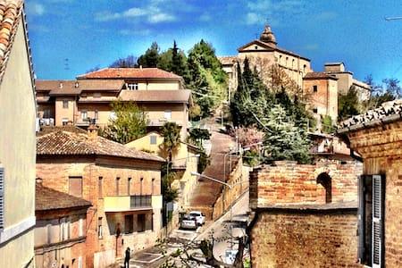 Italien på riktigt - Montottone - Haus