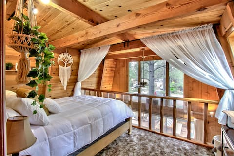 Serenity Pines w/floating tent and Boho Vibes