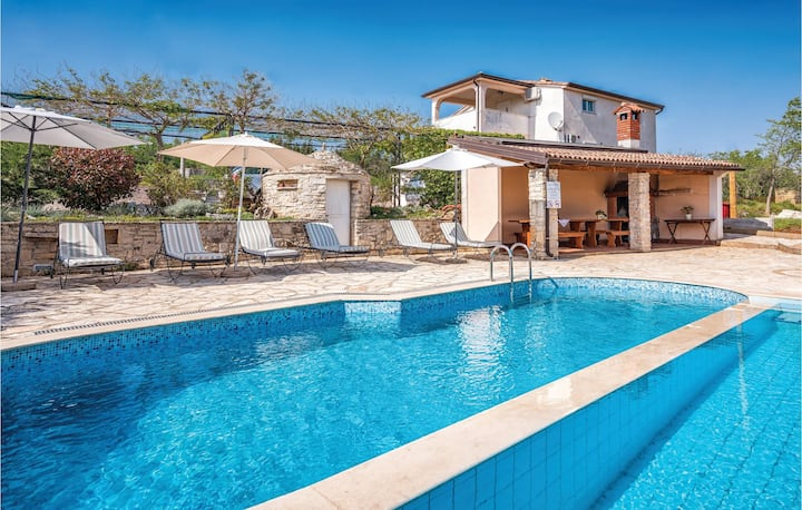 Beautiful home in Brnobici with WiFi, 2 Bedrooms and Outdoor swimming pool