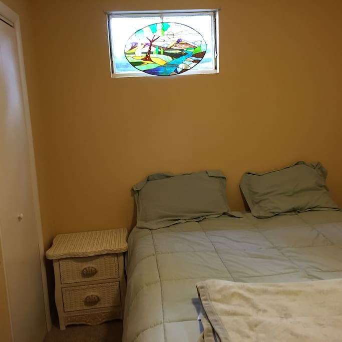 """Big bedroom that also includes a """"green room"""" if you want to do videos or photographs while you are here."""