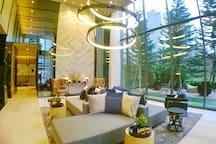 Welcome to Flamingo de Bangkok. Grand lobby area welcomes you. Free Wi-Fi