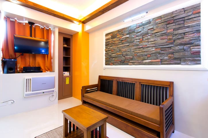 Lovely condo near Airports & RWMla