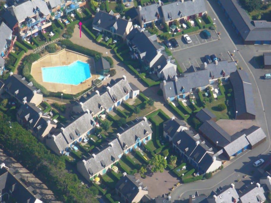 La flèche rouge marque l'emplacement de la location.