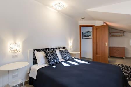 Bed &Breakfast WeinRome (blu) - Acilia-Castel Fusano-Ostia Antica - Bed & Breakfast