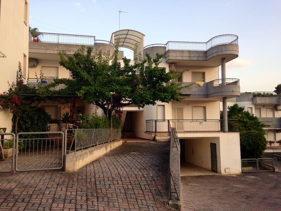 2 Bedroom apartment with roof top terrace and garage.  Outdoor showering available to rinse off the sand.