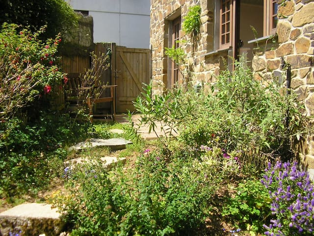 Comfortable cottage, sunny garden - Gloweth,  Truro