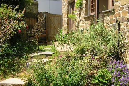 Comfortable cottage, sunny garden - Gloweth,  Truro - Huis