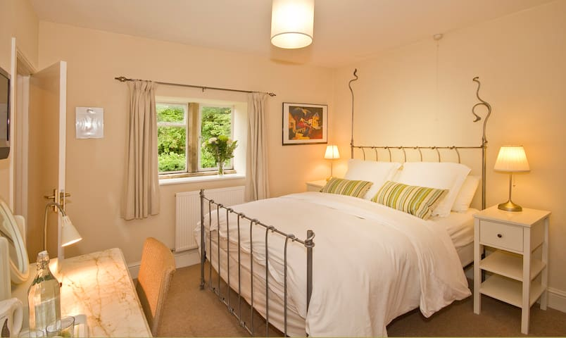 Stay on a Farm in The Cotswolds! - Weston Subedge - Bed & Breakfast