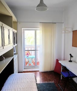Room with private wc and balcony - Lissabon - Appartement
