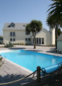 Tranquil Holiday Cottage with Pool - Penzance
