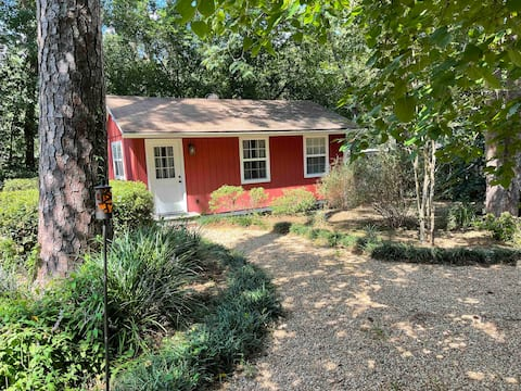 Adorable cottage with on premises parking