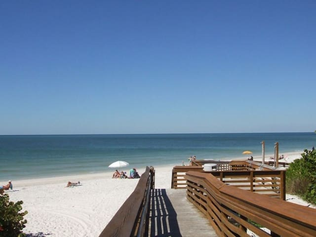 Beach Vacation! 1BR with Balcony, Pool, Tennis!
