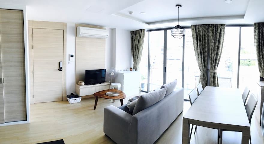 Brand new condo, nice big balcony (Silom near BTS) - Bangkok - Apartment