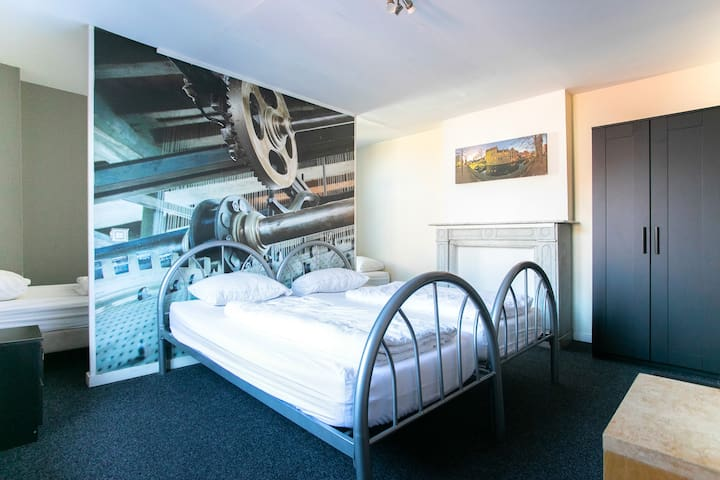 Private 4 Bed Room Ensuite (Entire Room)