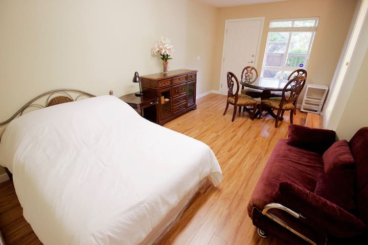 Independent Suite with Private Bathroom & Entrance