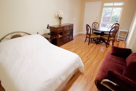 Independent Suite with Private Bathroom & Entrance - Richmond - Apartment
