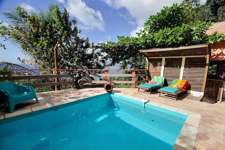 Cottage de charme piscine privée, plage 5min, vue