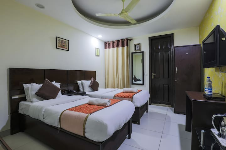 2 Private rooms in South Delhi- East of Kailash