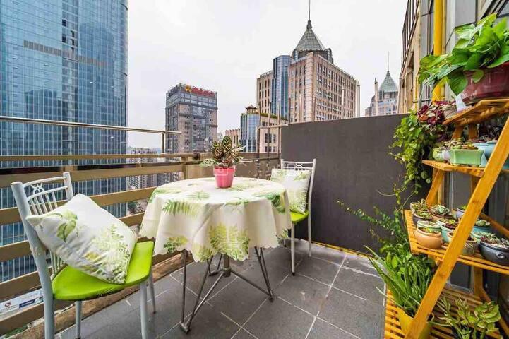 万象城航洋东盟商务区地铁口超大露天景观阳台可做饭