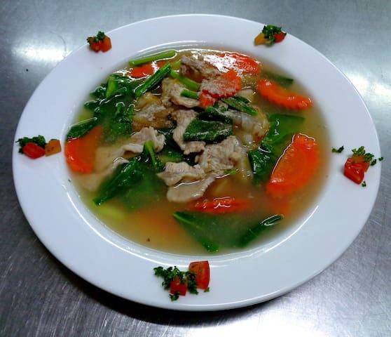 Rad Na Moo (Thick noodle with pork)