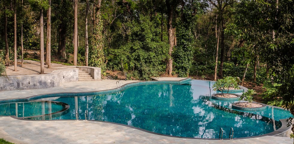Acacia Two, Luxury Pool Villa, Full Service, Coorg