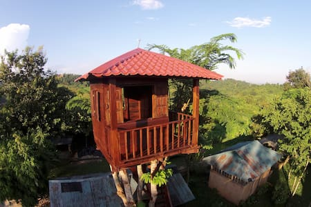 Mae Chan Treehouse with  Swimming Pool and Spa.