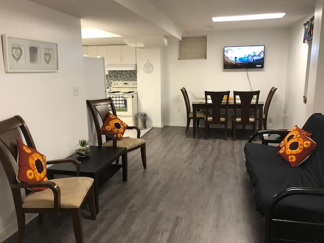 Pvt Apartment - near PanAm  Ctr, UTSC & Centennial