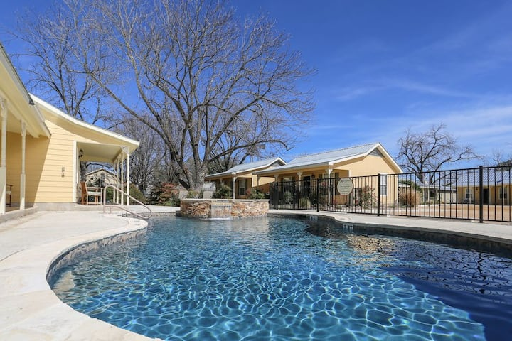 Main Street Retreat Half Penny Cottage | King Bed | Shared Hot Tub/Pool