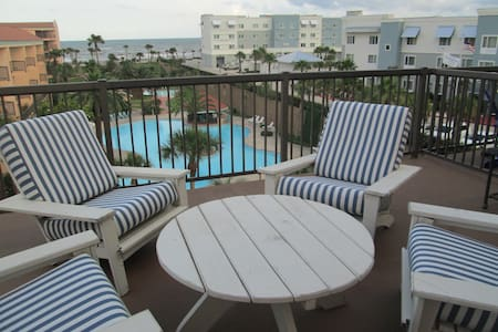 Beautiful Gulf & Pool Views w/Large Oversized Deck - Társasház