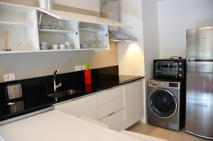 Fully stocked kitchen (6) with washer/dryer, fridge, oven,  hood & cooktop