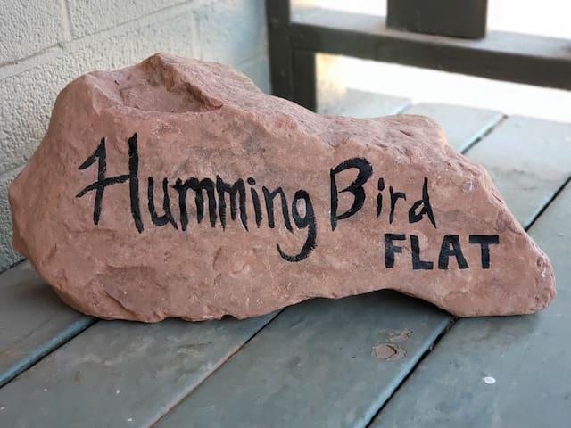 Hummingbird Flat - Walk to Uptown