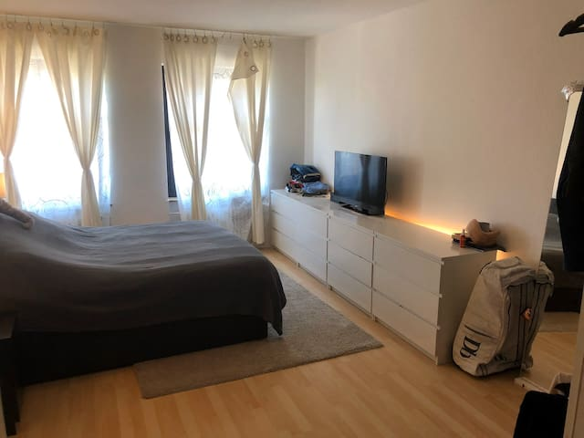Private Room in best location (Schwabing-West)