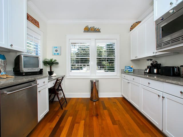 Sea Breeze Vacation Rental on 30A - Kitchen