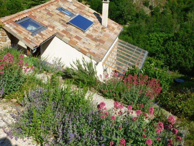 Chambre dans Maison ecologique, Ardeche Verte - Arlebosc