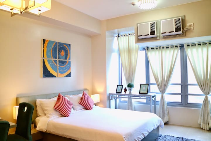 Picturesque Unit in Eastwood City w/ Netflix and WiFi