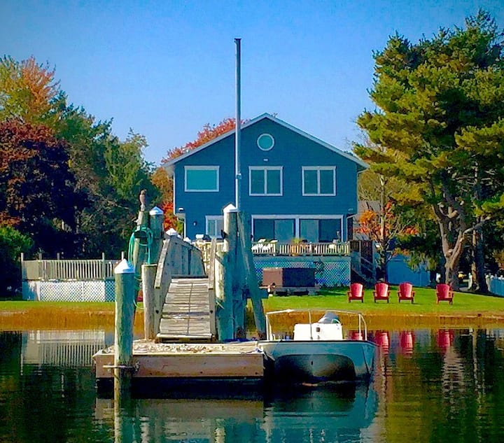 Tranquil Waterfront Paradise awaits in Barrington