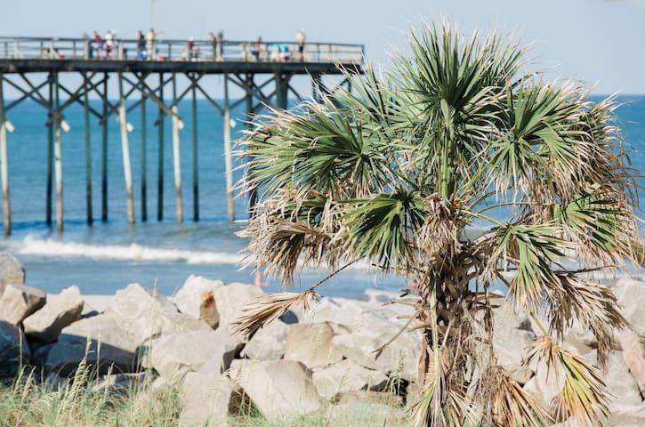 Sunrise Retreat-Great Oceanview-4 adults & 2 kids!