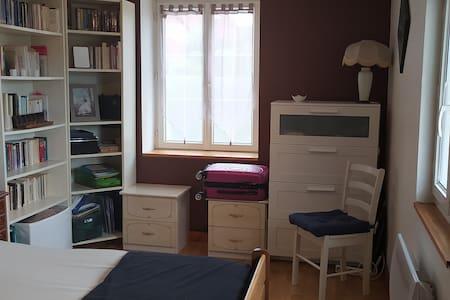 Chambre double dans maison individuelle
