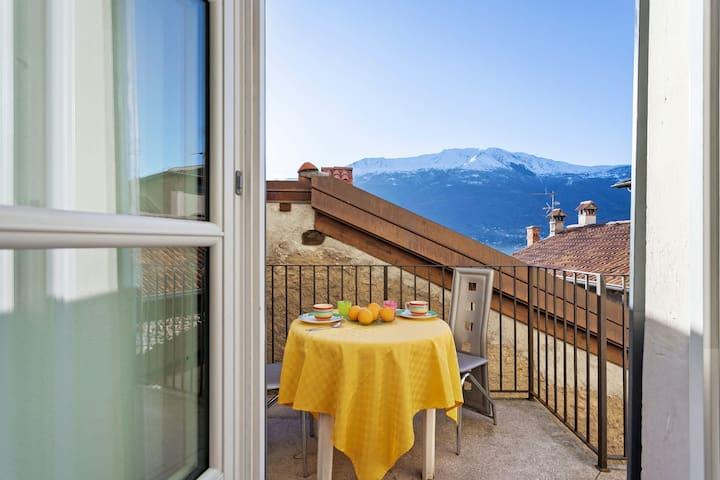 Fully renovated apartment in a 17th-century villa w/ Lake Como views!