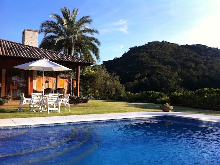 Férias charmosas em Itaipava, curta uma linda casa
