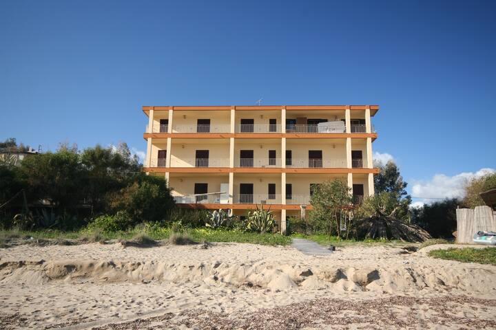 Appartamento sulla spiaggia 4 posti, Torre 26